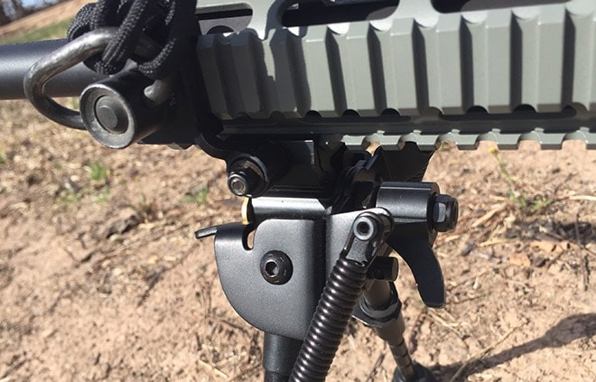 The_rail_installment_knob_is_low_profile,_and_fits_in_quite_close_to_my_sling_mount.