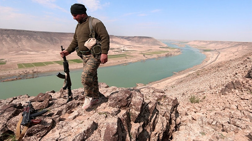 A Syrian Democratic Forces(SDF) fighter poses for a picture near Euphrates River, north of Raqqa city, Syria March 8, 2017. (Photo: Reuters)