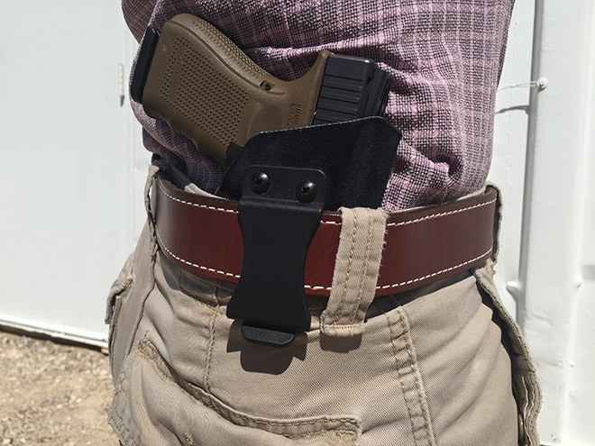 Four_o_clock_IWB_with_a_Spetzgear_holster.