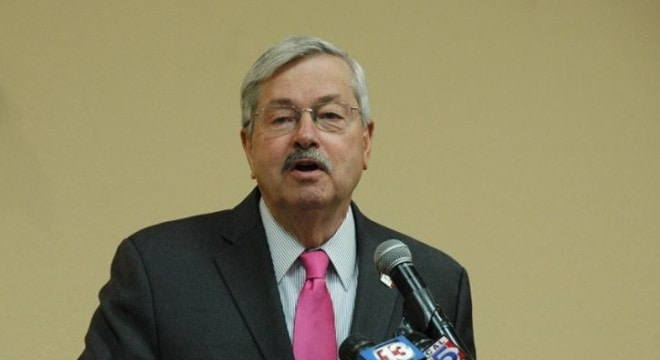 """Gov. Terry Branstad commented that the new law makes, """"Iowa one of the most pro-2nd amendment states in the country."""" (Photo: Gov. Branstad's office)"""