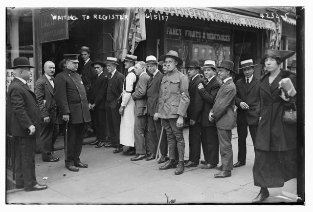 Line of men next to Bahnsen & Roeloffs grocery store in New York City, waiting to register for the draft during World War I. (Photo: Library of Congress)