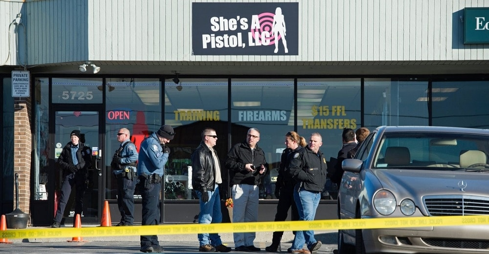 Officers work the scene of a gun shop robbery in Shawnee, Kansas in 2015 (Photo: AP)