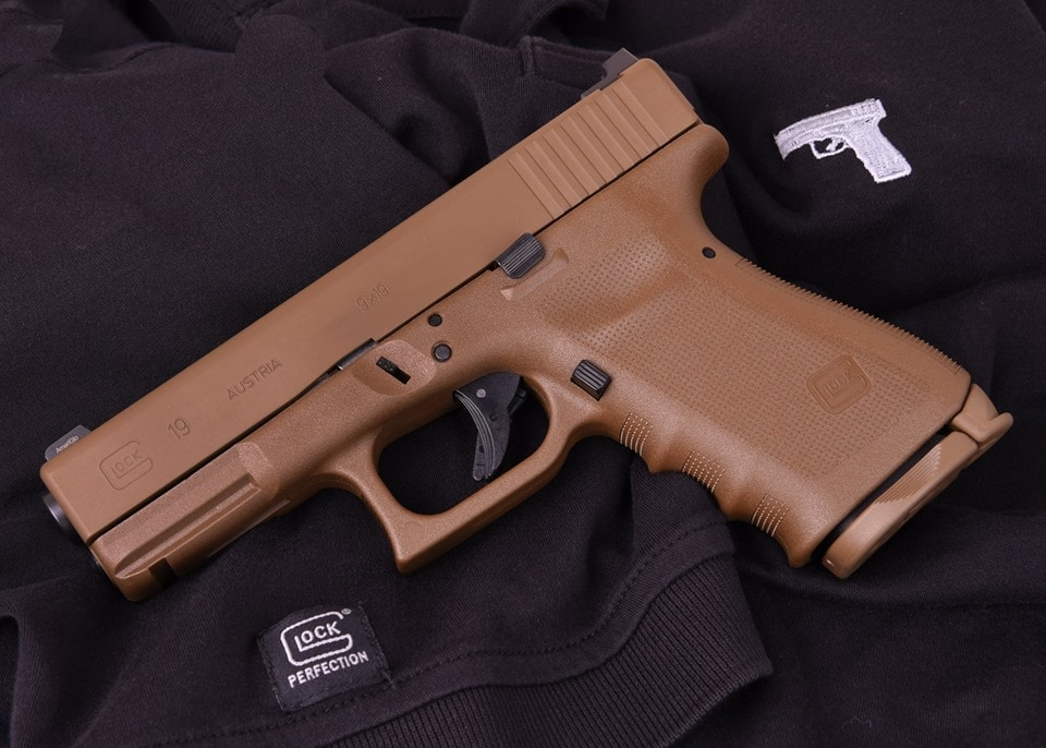 The FDE coloring is available on the Glock 17 and 19. (Photo: Lipsey's)