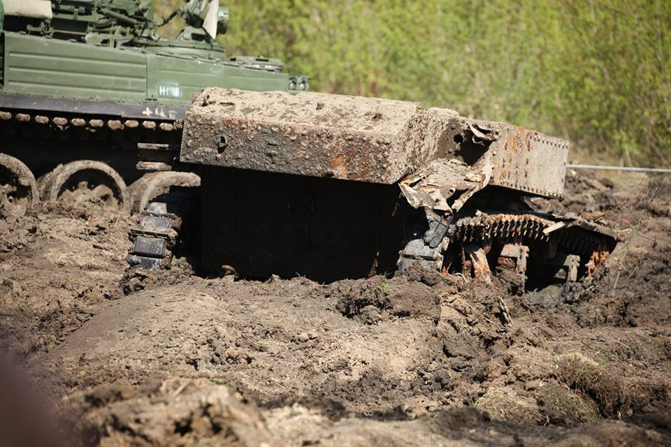 Russians recover lend-leased U.S. tank from river it fell in 75 years ago (VIDEO) (4)