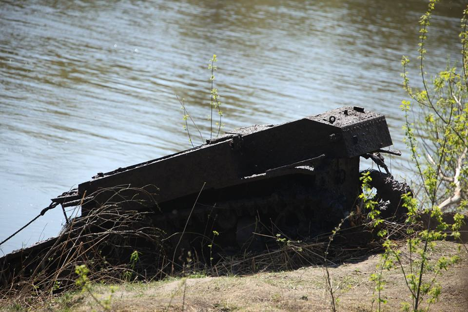 Russians recover lend-leased U.S. tank from river it fell in 75 years ago (VIDEO) (5)