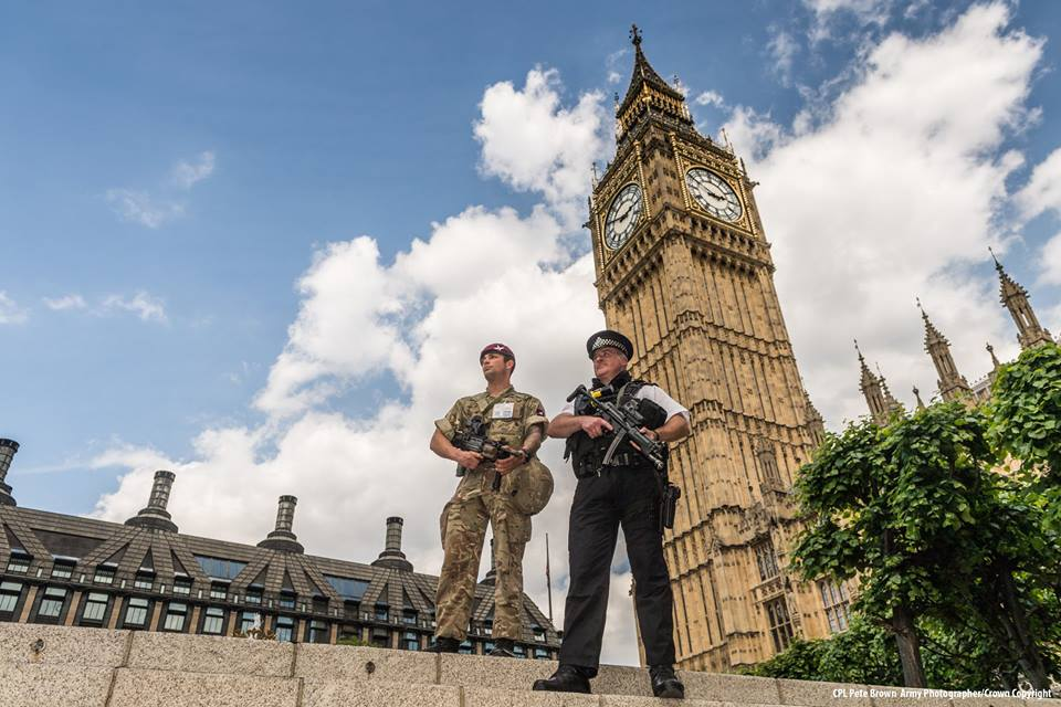 "Troops deployed in support of Police on operation Temperer at the Palace of Westminster with ""Big Ben"" in the background. Note the the SA80 A2 (L85A2) 5.56mm Rifle fitted with the ELCAN SpecterOS 4x and Close Quarter Battlesight (CQB) (Photo: MoD)"