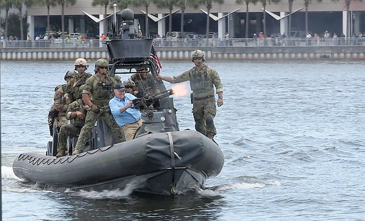 Tampa Mayor Bob Buckhorn fires a .50 caliber machine gun during last year's Special Operations Capabilities Demonstration in Tampa Bay. (Photo: Tampa Bay Times)