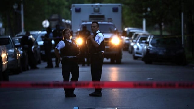 Chicago police work the scene of a shooting in the Lawndale neighborhood that killed a 15-year-old boy. (Photo: Chicago Tribune)