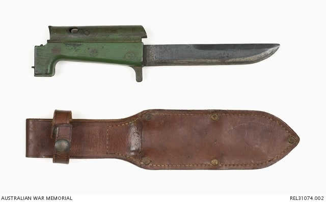 The gun could use the standard Pattern 1907 Enfield bayonet or this simplified purpose built model.