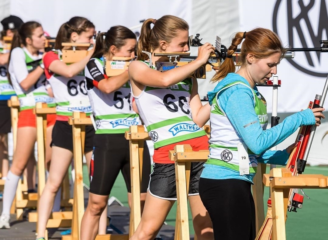 Shooting is done at a set of five targets, with 15 rounds from 10m. Penalties for missed targets add to the competitors time. (Photo: ISSF)