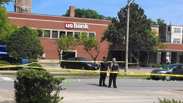 Chicago robber shot