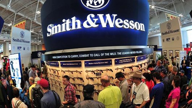Convention goers look at weapons at the Smith and Wesson booth last April at the 2015 NRA Annual Convention in Nashville, Tennessee. (Photo: Karen Bleier/AFP/Getty Images)