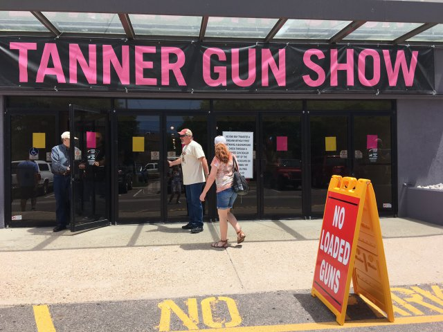 Attendees head into the Tanner Gun Show in Denver, Colorado. (Photo: Fox 31)