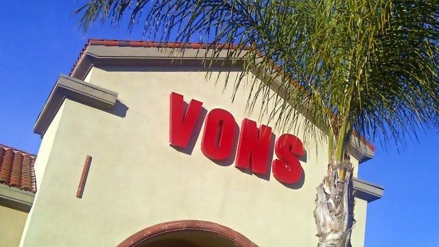Vons grocery store. (Photo: My News LA/Alexander Nguyen)