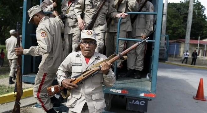 Fearsome Venezuelan Bolivarian Militia armed with Soviet M.91/30 Mosin rifles, at Fort Tiuna, Caracas, Venezuela, Friday, Aug. 25, 2017 (Photos: Ricardo Mazalan/AP)
