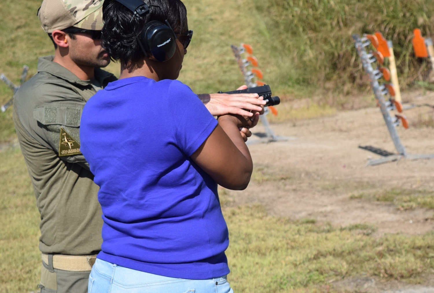 An SRT agent shows one of the attendants how to hold and shoot the ATF issued Glock 22 .40-caliber pistol. (Photo: Daniel Terrill/Guns.com)