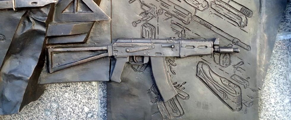 There, under the Krinkov, is a German StG44 in exploded view, which would probably be OK on any monument except that of Mikhail Kalashnikov in Moscow.