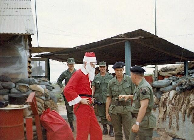 Santa visits Phuoc Vinh, Vietnam (Photo: Usastruck)