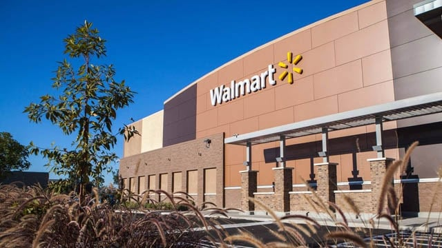 Walmart will no longer sell guns or ammunition to customer under age 21. (Photo: Walmart/Facebook)
