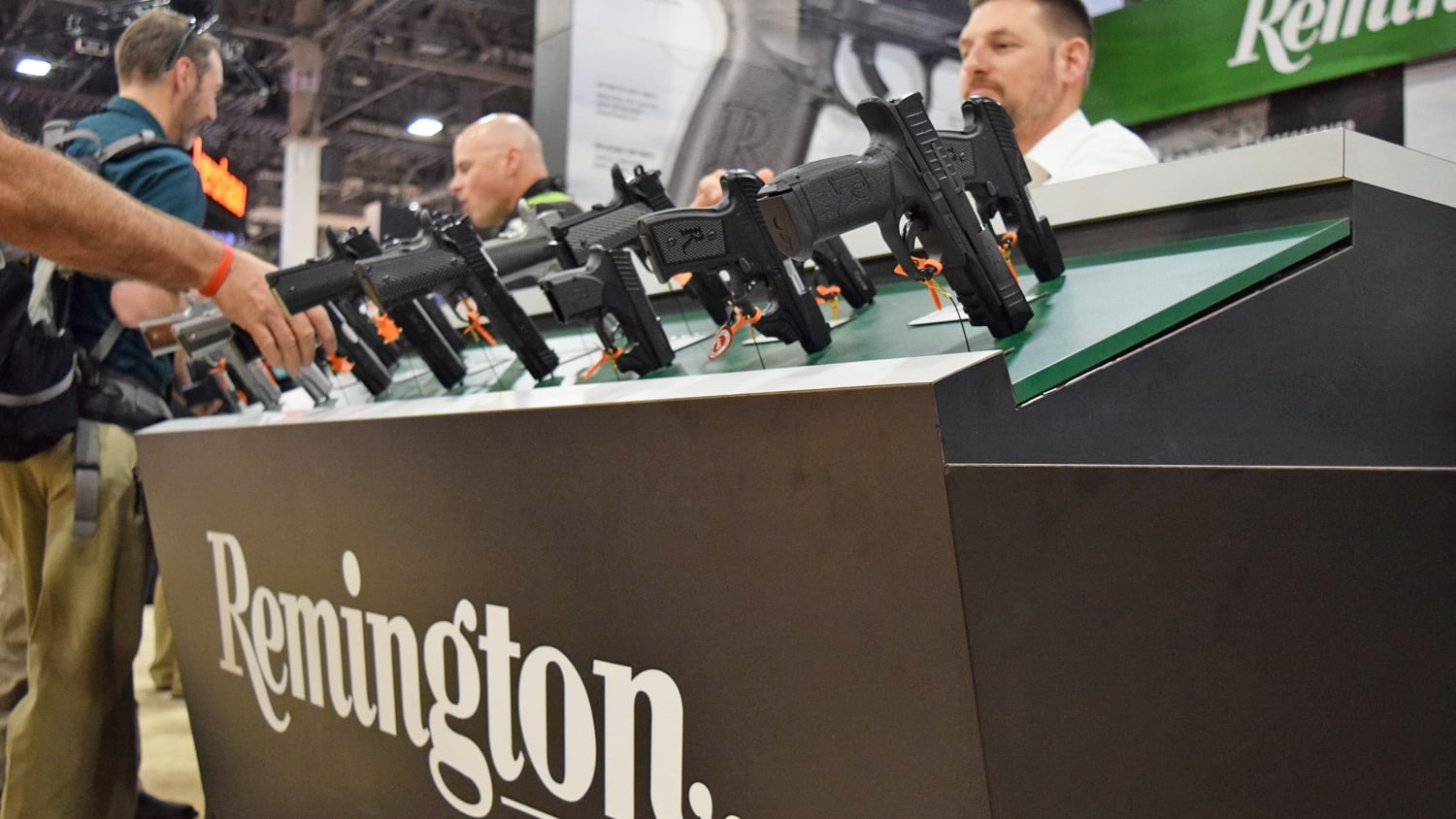 A Remington representative helping patrons during the 2018 SHOT Show in Las Vegas. (Photo: Daniel Terrill/Guns.com)