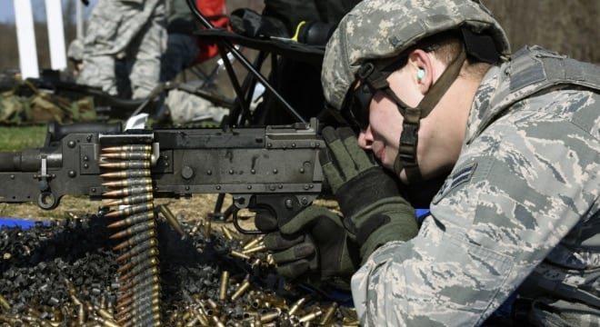 A security forces specialist assigned to the 180th Fighter Wing, Ohio Air National Guard, fires an M240 crew-served weapon April 12, 2017. (Photo: U.S. Air Force)