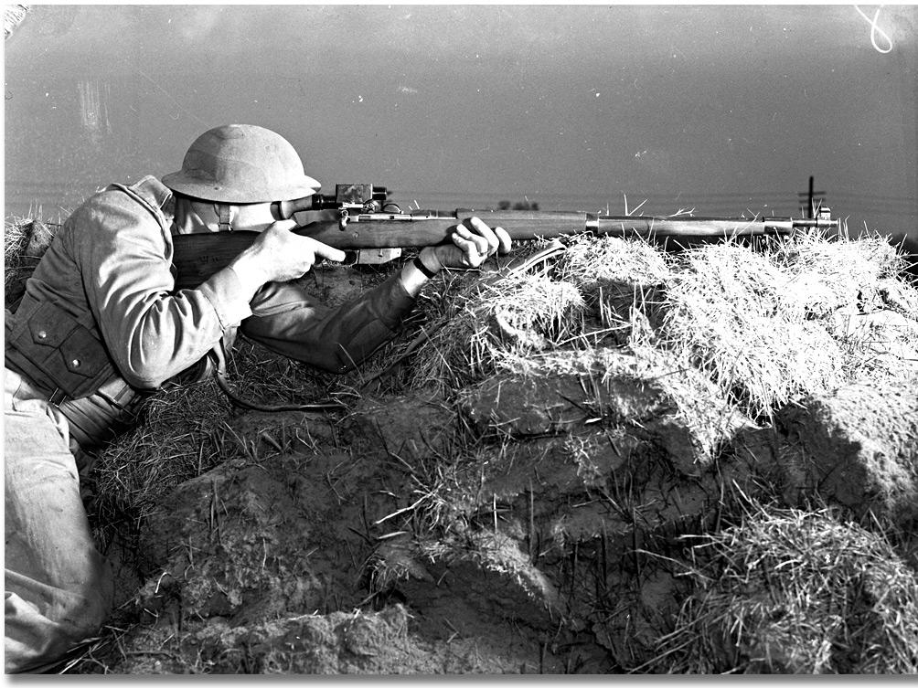 A Ross MKIII rifle decked out with a Warner & Swasey M1913 sight in the hands of a Commonwealth sniper.