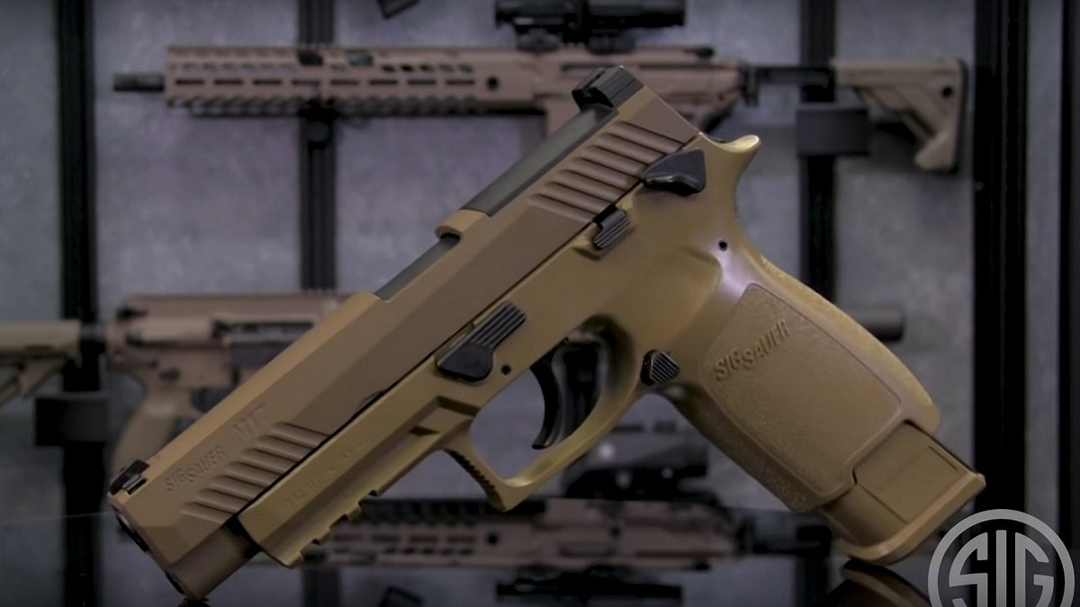 Sig Sauer debuts M17 airgun training pistol (VIDEO)