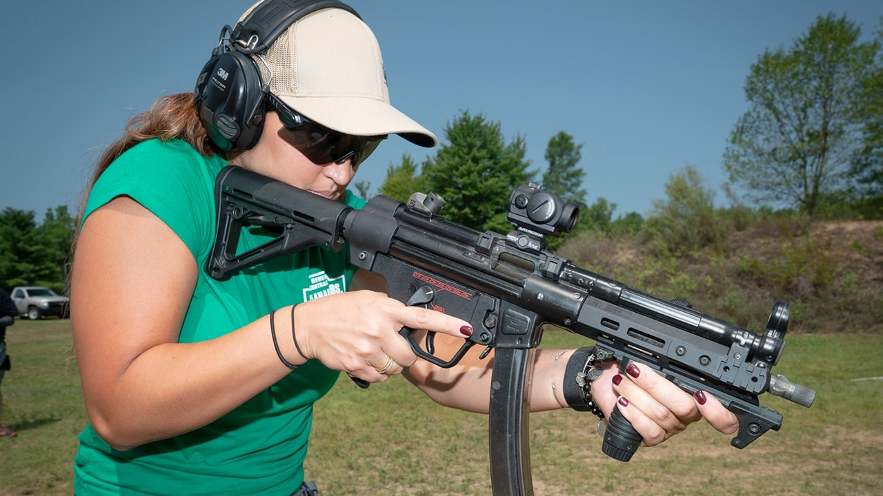 Subgun shooting is gaining popularity with females (VIDEO + 16 PICS)
