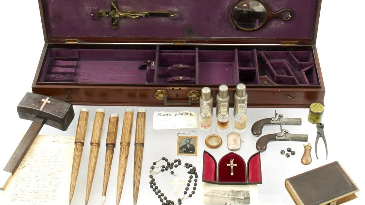 19th Century 'Vampire kit' tied to famous painter up for grabs (PHOTOS)
