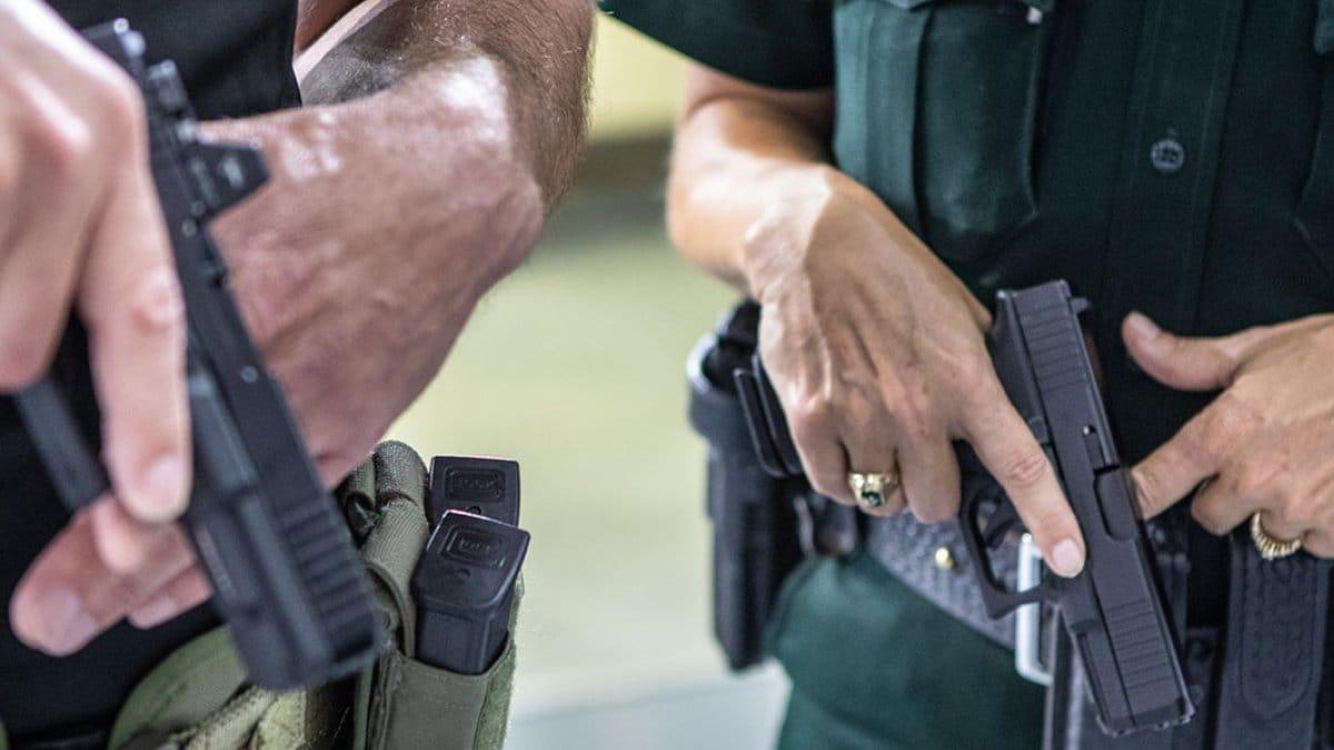 Cops with glocks, glocks, handgun