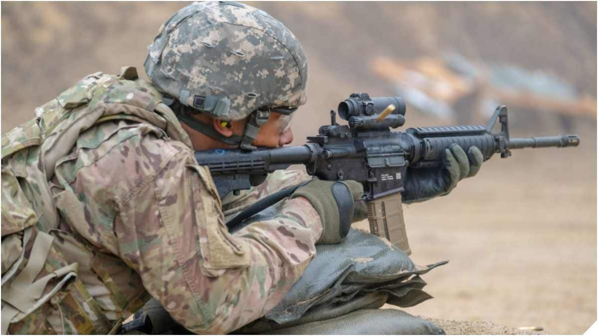 A warrant officer with the 210th Field Artillery Brigade fires his M4A1 carbine at a silhouette target at Camp Casey, South Korea, March 12, 2019 (Photo: U.S. Army)