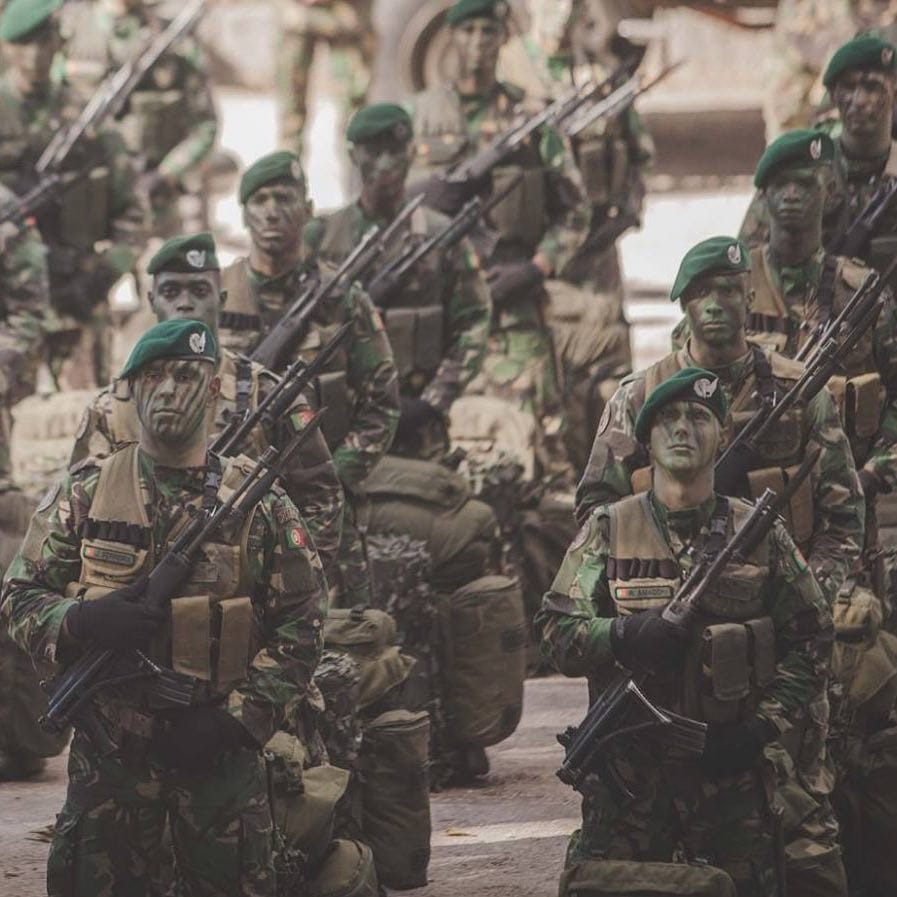 Portugal paratroopers Galil