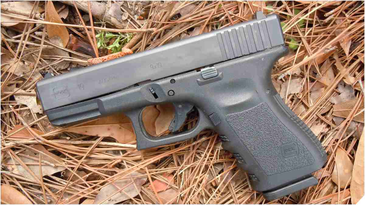 Glock 19 Gen 3 in straw