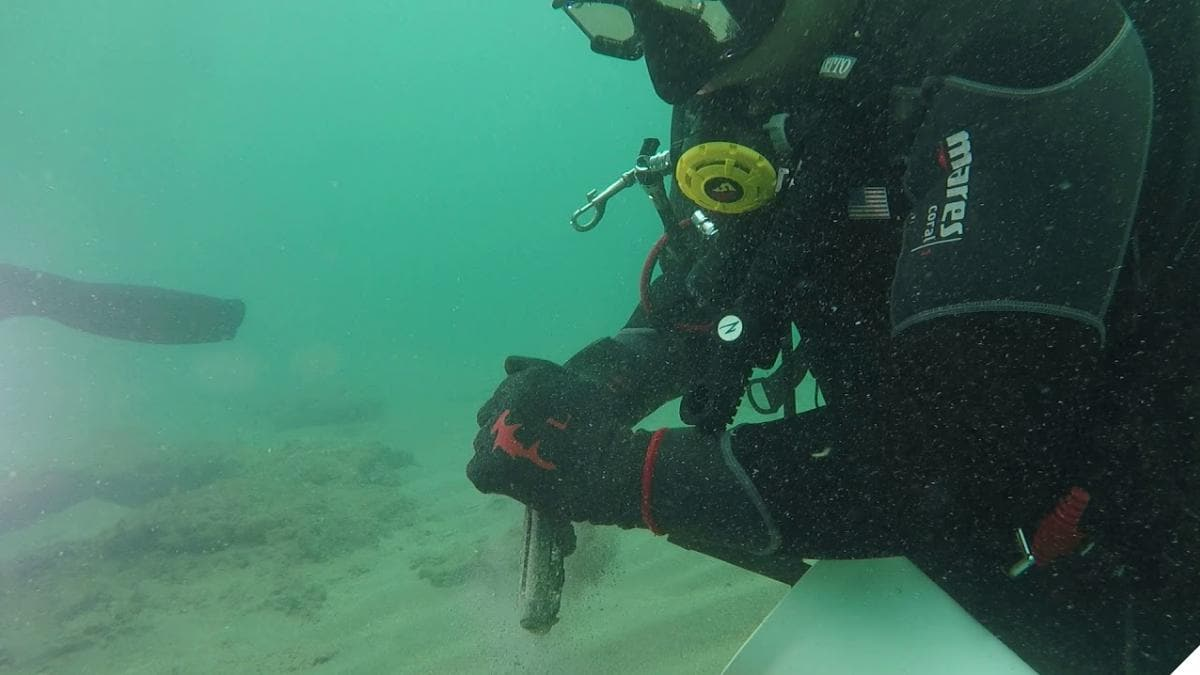 Full Fathom Beretta: Divers Find Deep-Sixed Pistol (VIDEOS)