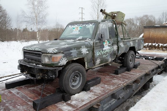 Toyota_Land_Cruiser-min Russian Syrian train technical RPG Recoilless rifle