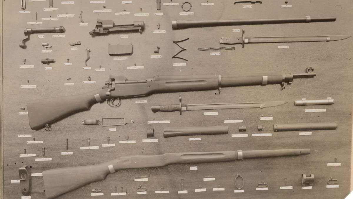 111-SC-7324 - Gun Manufacture. Midvale Steel & Ordnance Co., Eddystone, PA. The rifle its many parts M1917 Enfield April 1918