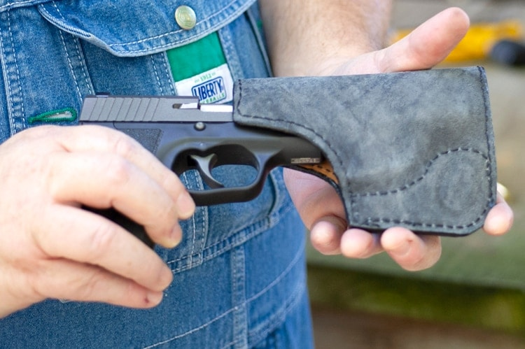 Boge Quinn shows his Kahr CM9 and the pocket holster from Simply Rugged.