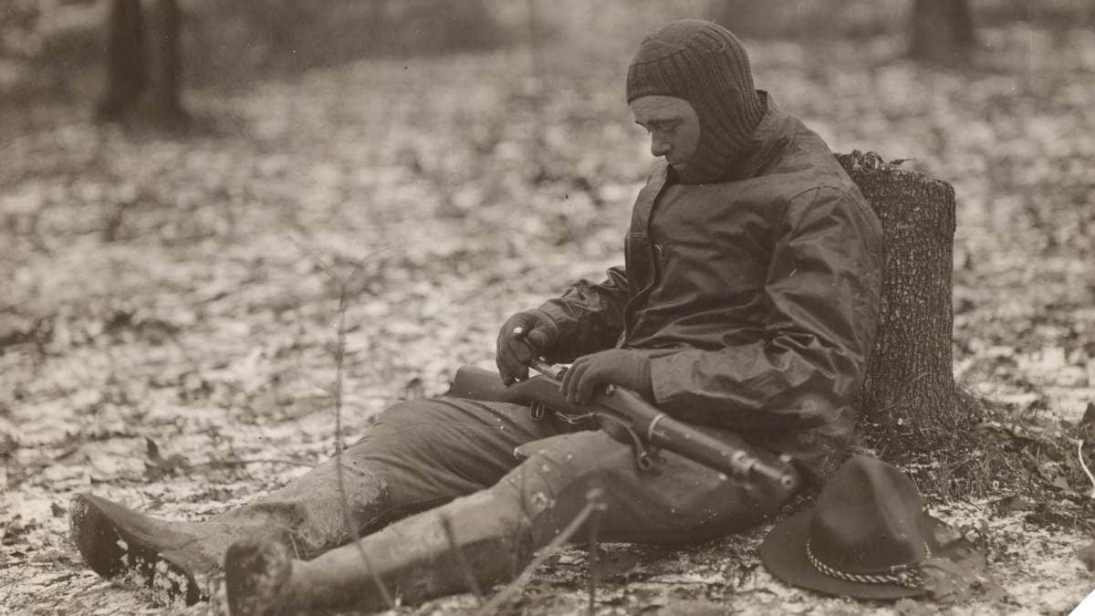 Student officer at Fort Sheridan in knitted helmet caring for his rifle 11 1917 111-SC-000792-ac e