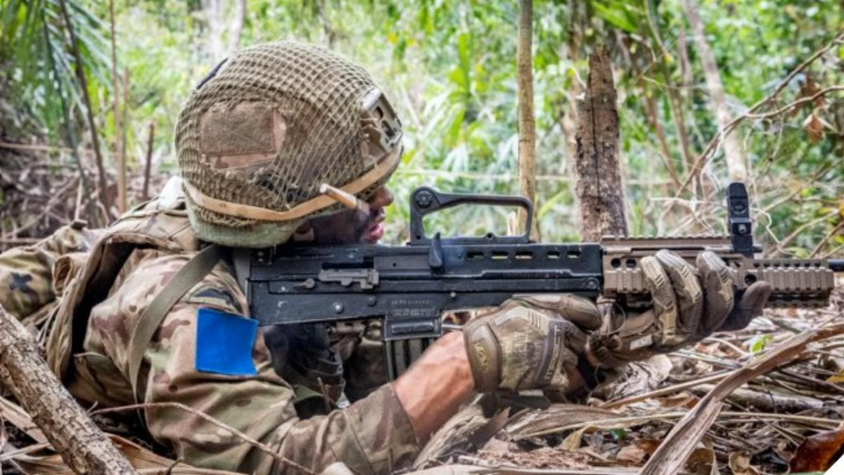A 2 Para paratrooper with the older L85A2/SA80A2 rifle (Photo: British Army)