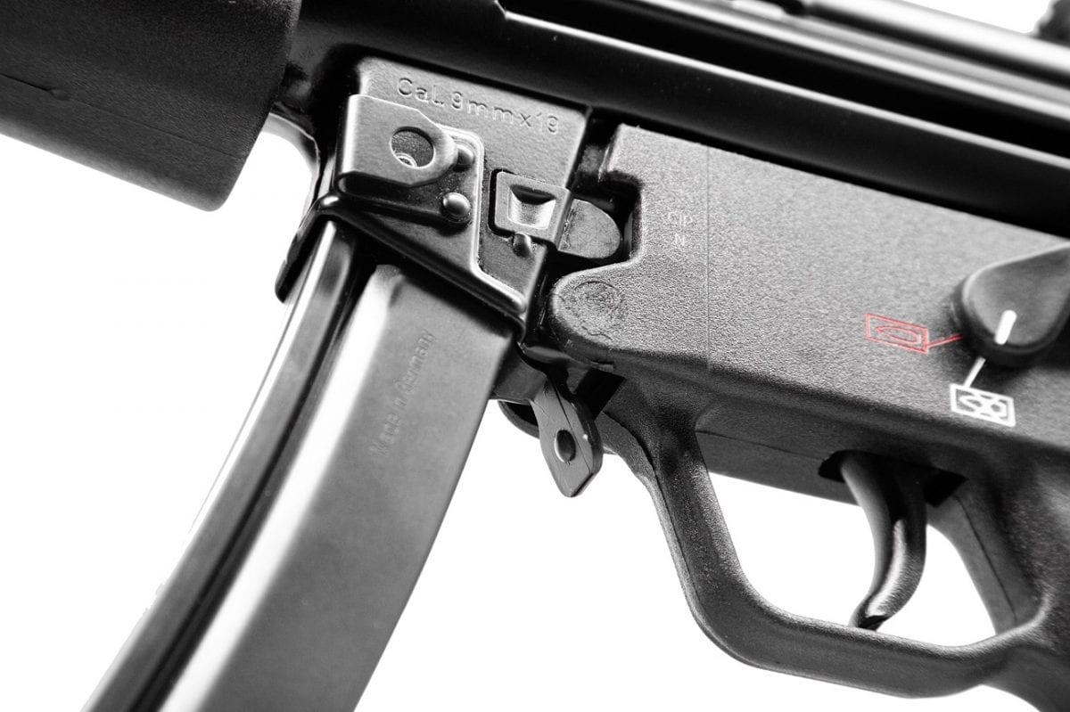 The SP5 uses the same paddle magazine as the MP5.