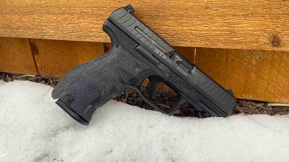 Winter Carry - Walther PPQ M2 + Grip Tape on a Carry...