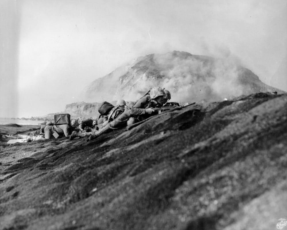 Soldiers fight Iwo Jima