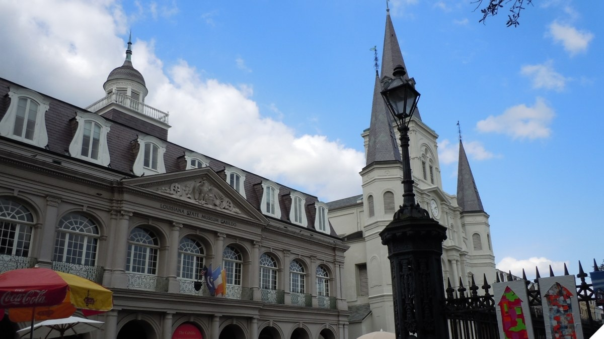 An image of the Cabildo, the Spanish colonial city hall of New Orleans, Louisiana, along Jackson Square, adjacent to St. Louis Cathedral.