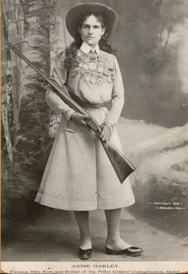 sharpshooter Annie Oakley, full-length portrait 1898 LOC
