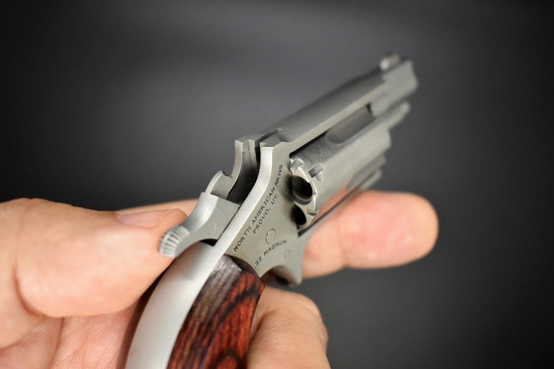 NAA Mini Revolver cylinder notches